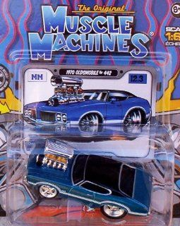 Muscle Machines 164 Scale 1970 Oldsmobile 442 Blue/Black Roof