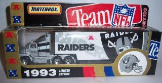 Oakland Raiders 1993 Ford Aeromax Tractor Trailer NFL Diecast Matchbox Truck Car Collectible : Sports Fan Toy Vehicles : Sports & Outdoors