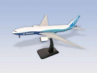 Hogan Wings B777 200F 1/200 Snap Fit Model Airplane: Toys & Games