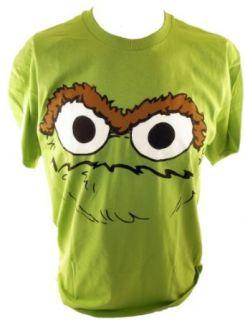 Sesame Street Mens T Shirt   The Face of Oscar the Grouch on Green (elmo, big bird) (X Small) Clothing