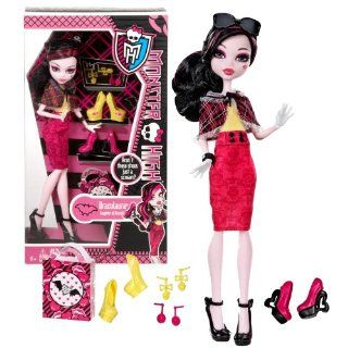 """Mattel Year 2013 Monster High """"Aren't These Shoes Just a Scream?"""" Series 11 Inch Doll Set   DRACULAURA """"Daughter of Dracula"""" with 3 Pair of Shoes, 2 Pair of Earrings, Sunglasses, Shopping Bag and Doll Stand Toys & Games"""