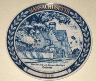 COLLECTOR PLATE MASSACHUSETTS 1976   THE HOUSE OF THE SEVEN GABLES, SALEM   FIFTH ISSUE ROYAL BLUE CHATEAU  Commemorative Plates