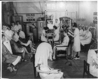 Women of National Youth Administration working in beauty salon, 1933 1942   Prints