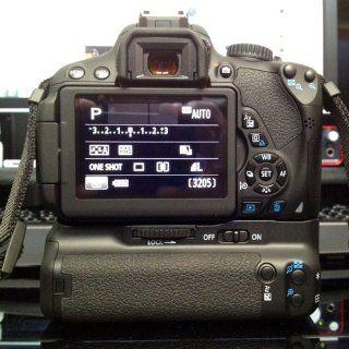 Canon BG E8 Battery Grip for Canon T2i, T3i and T4i Digital SLR Cameras  Camera & Photo