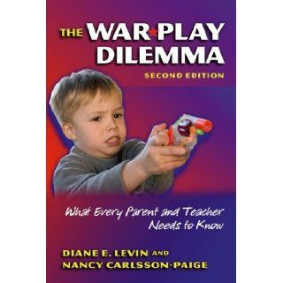 The War Play Dilemma What Every Parent And Teacher Needs to Know (Early Childhood Education Series (Teachers College Pr)) (Early Childhood Education (Teacher's College Pr)) Diane E. Levin, Nancy Carlsson Paige 9780807746387 Books