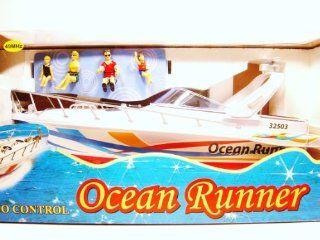 18'' Ocean Runner w/Figures (49 Mhz) Toys & Games